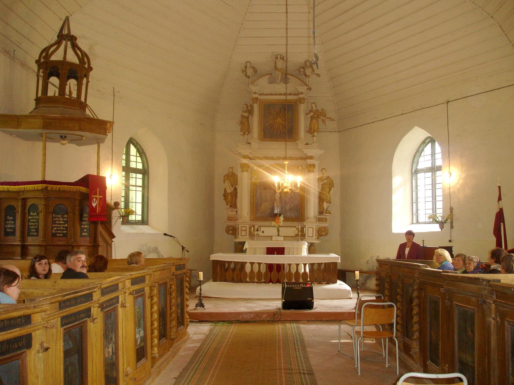 Gaiķu baznīcas iekštelpa