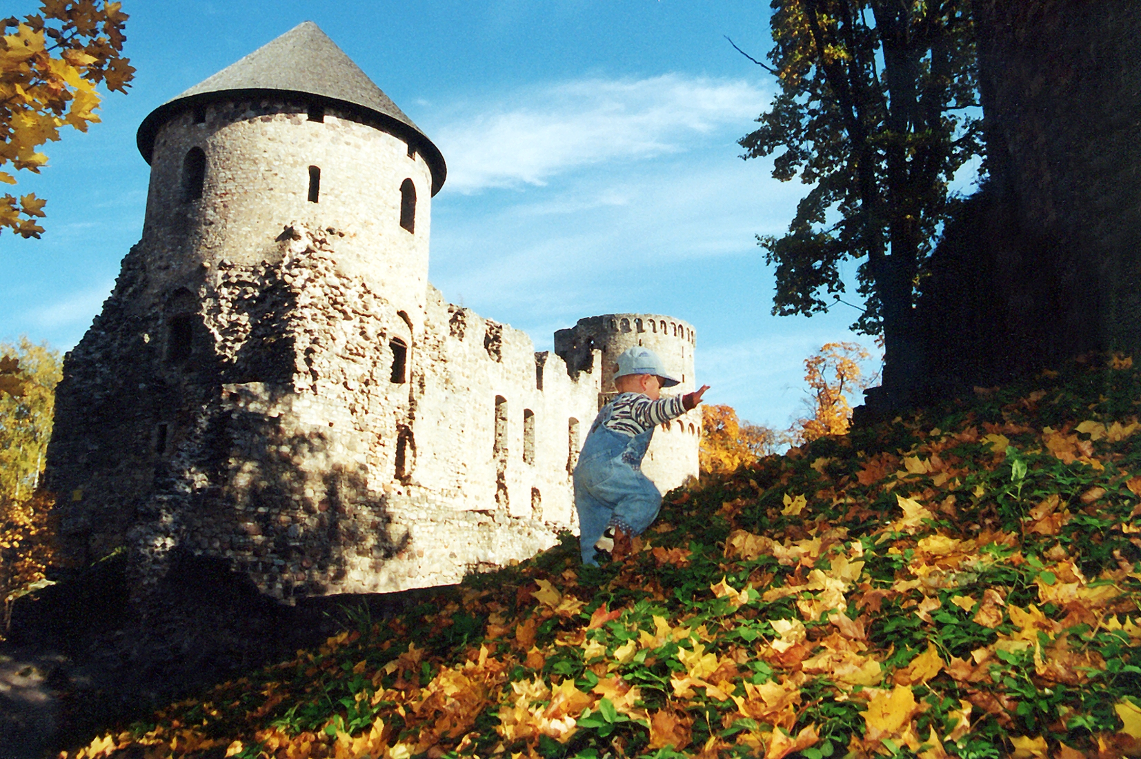 Pils rietumu tornis rudenī