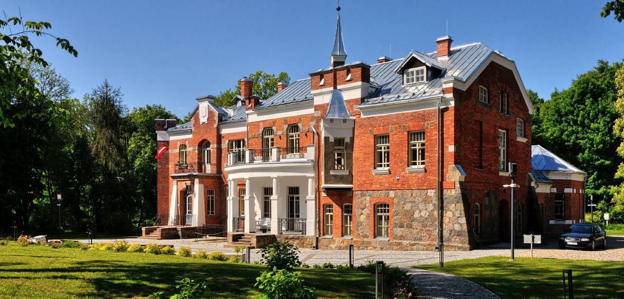 Luznava manor