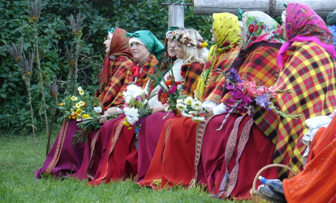 Suiti women in traditional costumes of the area.