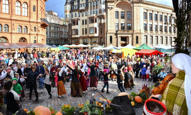Miķeļdiena Fair in Old Riga