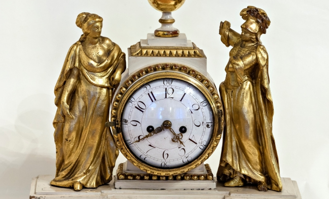 Listen to the music of time! Attend an impressive clock exhibition!