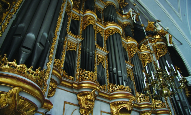 Cathedral organs with 7,000 pipes